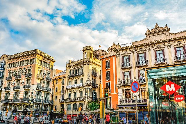 Turismo y vivienda, dos grandes problemas reales en Barcelona.