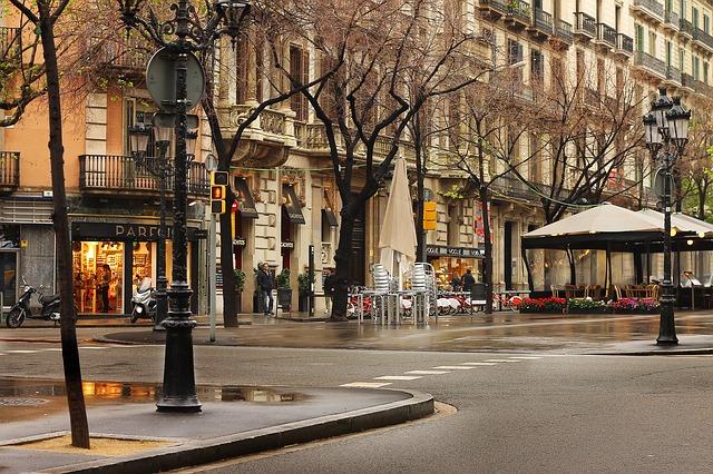 Compatibilitat urbanística i plans d'ús en locals comercials.