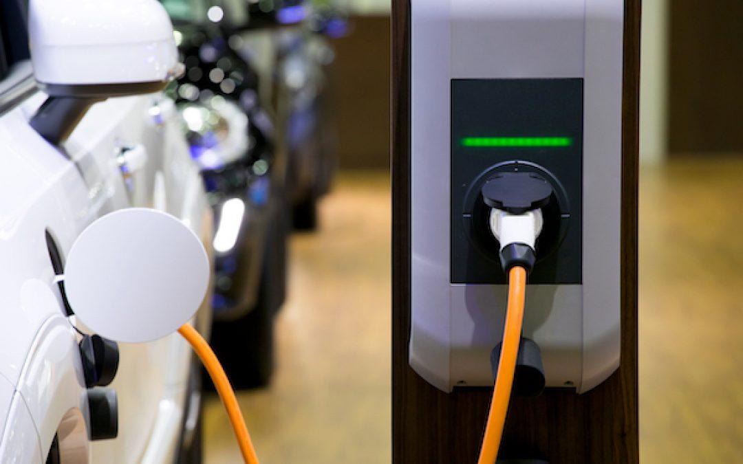 ¿Cómo instalar un punto de recarga eléctrica en una plaza de parking?